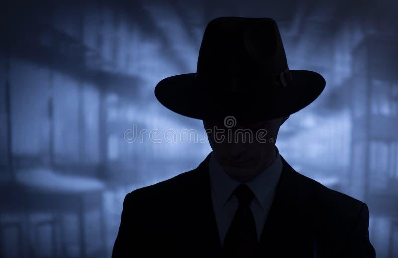 Kontur av en mystisk man i en hatt arkivbild