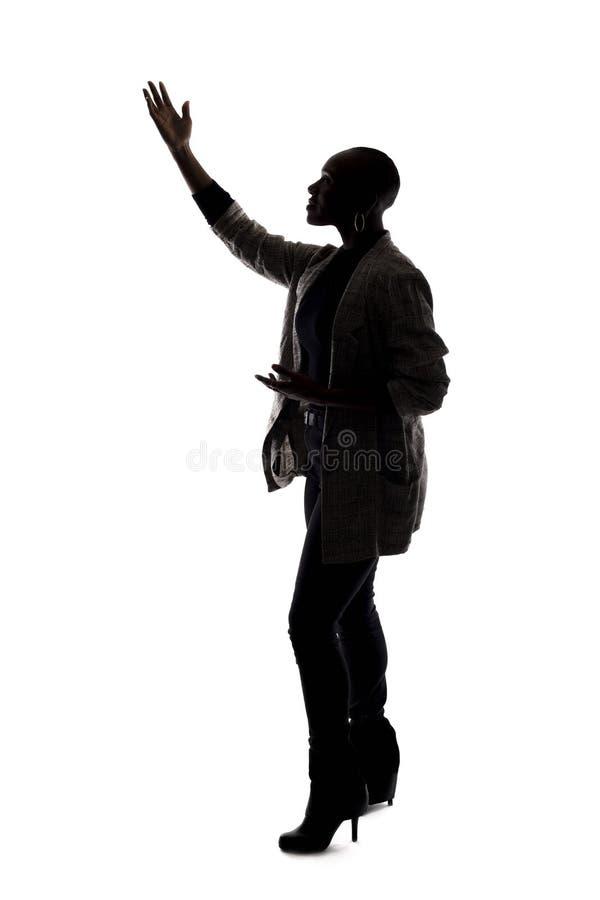 Kontur av en svart kvinnlig modell Acting arkivfoton