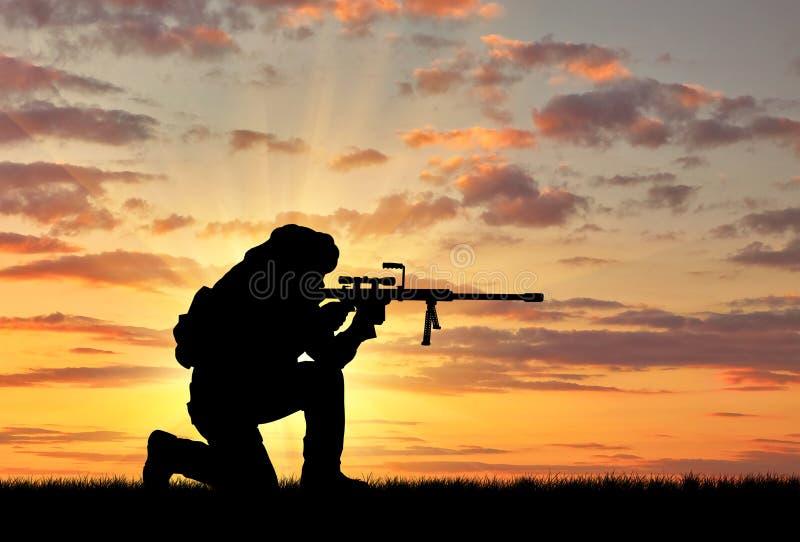 Kontur av en terrorist med ett gevär arkivbilder