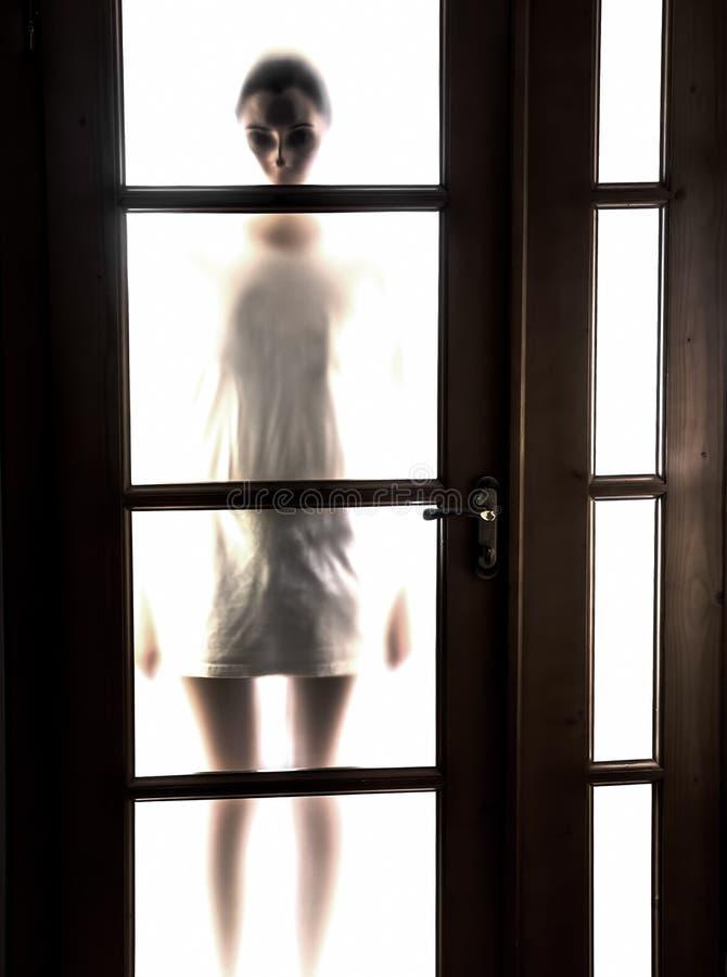 Kontur av flickan arkivfoto