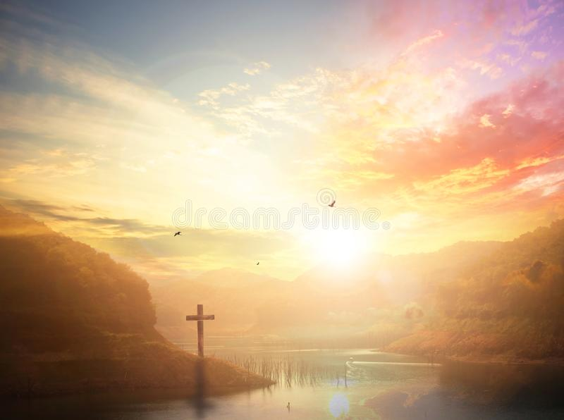 Kontur av korset - symbol av gudförälskelse till folk royaltyfri foto
