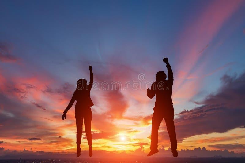 Kontur av lyckligt två affärsfolk fotografering för bildbyråer