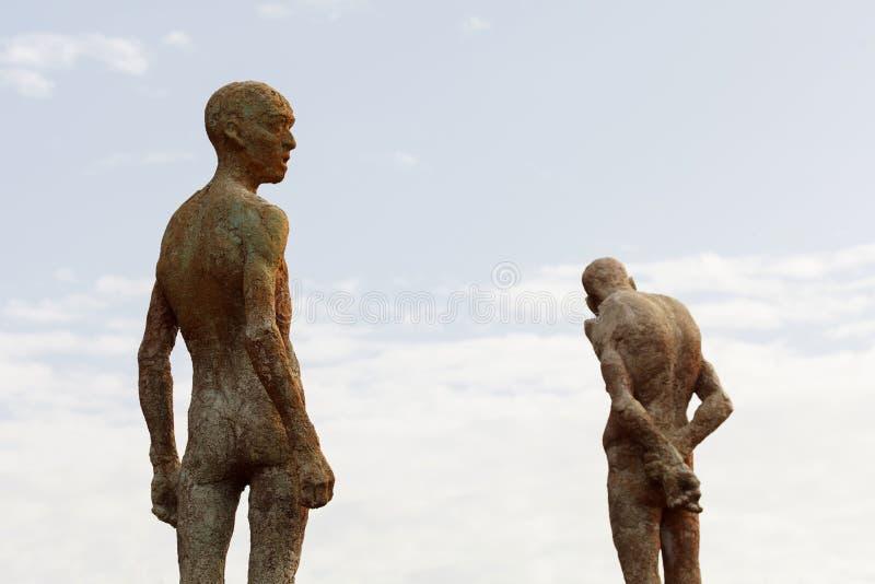 Kontur av mänskliga statyer av stenen royaltyfri foto