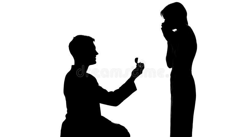 Kontur av manlig skugga som gör förslaget till den förvånade damen, förbindelseerbjudande royaltyfria foton