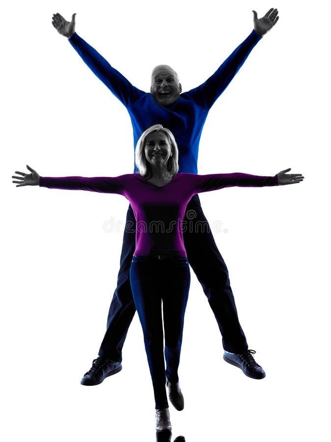 Kontur för hög banhoppning för par lycklig royaltyfri foto