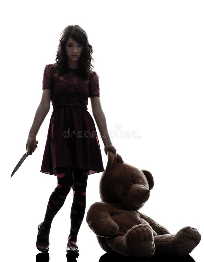 Kontur för kniv för konstigt mördareinnehav för ung kvinna blodig arkivfoton