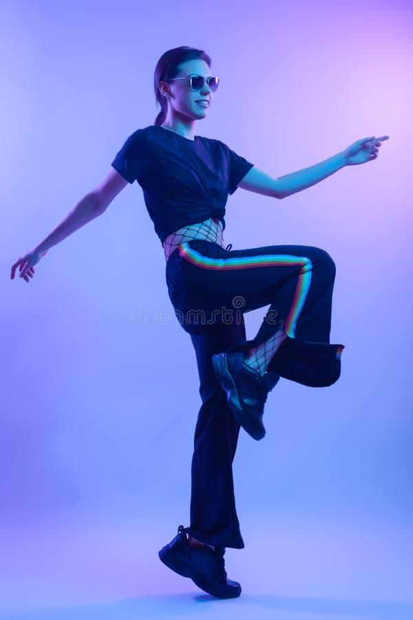 Kontur för skönhetregnbågekvinna arkivfoto