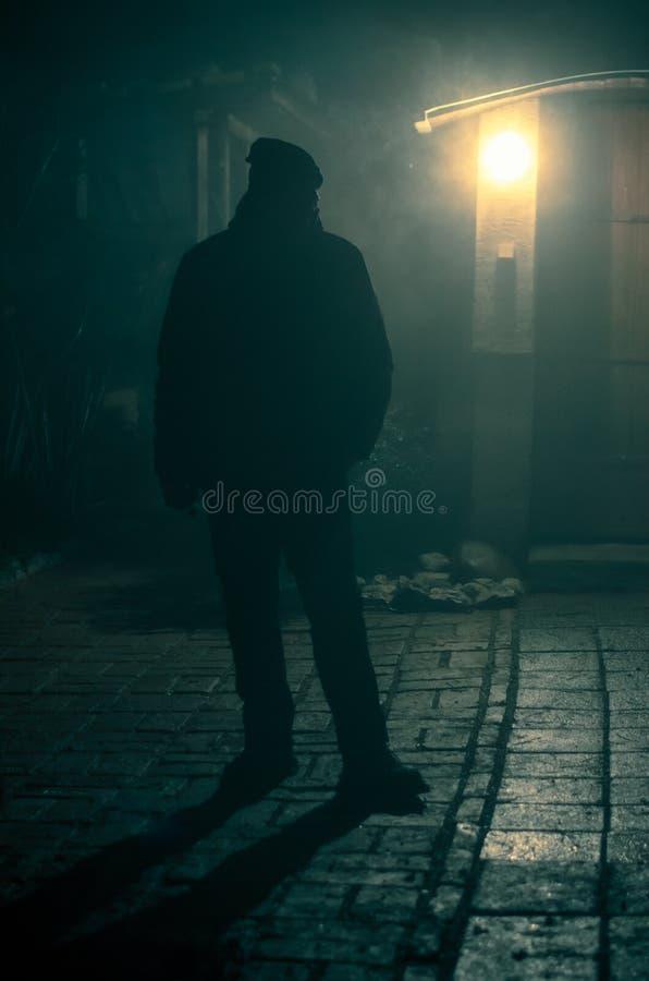 Kontur p? natten med panelljuset arkivfoto