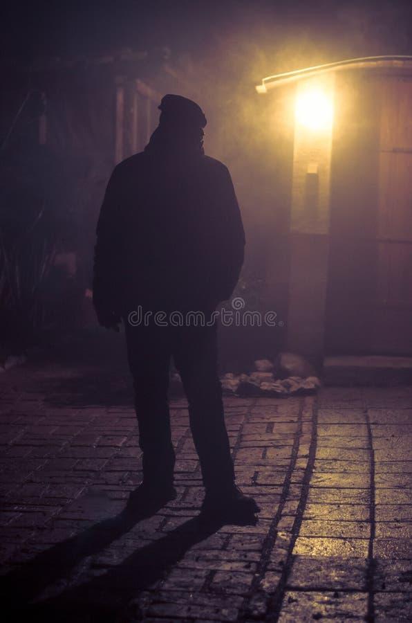 Kontur p? natten med panelljuset fotografering för bildbyråer