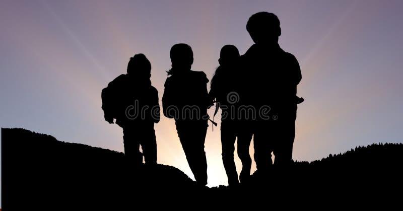 Konturbarn på berget mot himmel royaltyfria foton