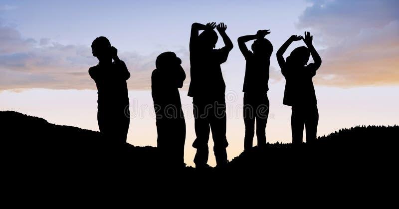 Konturbarn på kullen mot himmel royaltyfri illustrationer