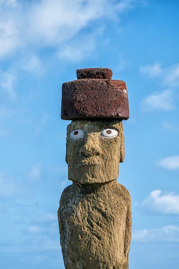 Konturn sköt av Moai statyer i påskön, Chile royaltyfria bilder