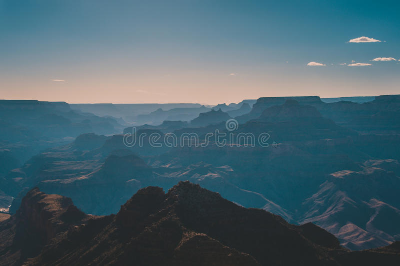 Konturnationalpark Grand Canyon på solnedgången, Arizona USA royaltyfria bilder