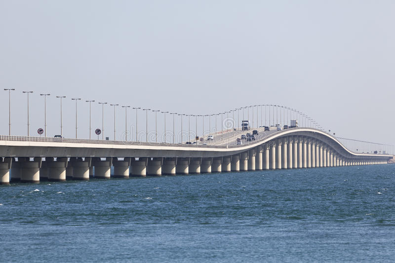 Konung Fahd Causeway i Bahrain royaltyfria foton
