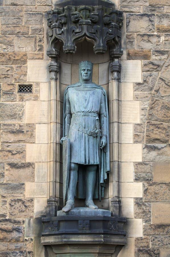 Konung Robert Bruce Statue på Edinburgslotten fotografering för bildbyråer
