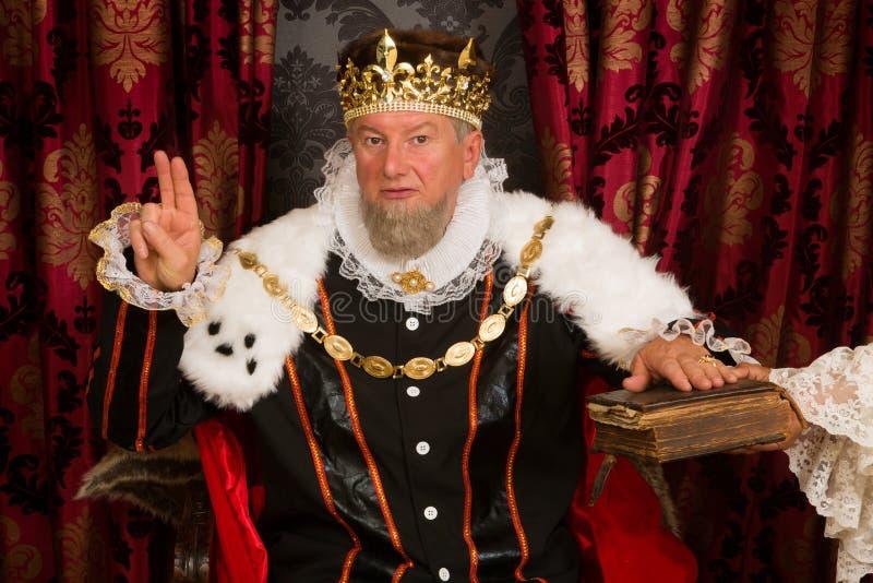 Konung som svär en ed royaltyfri bild