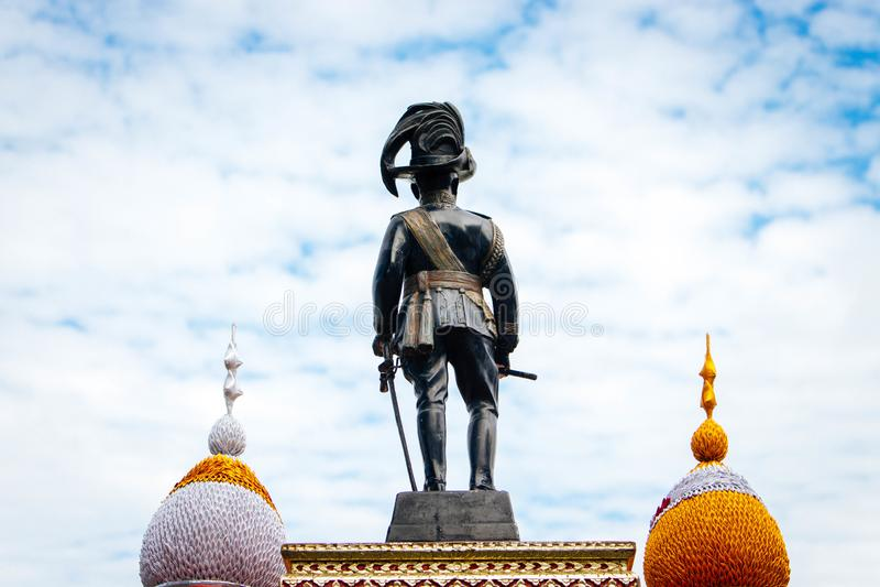 Konungs staty av konungen Rama VI av Thailand arkivfoton