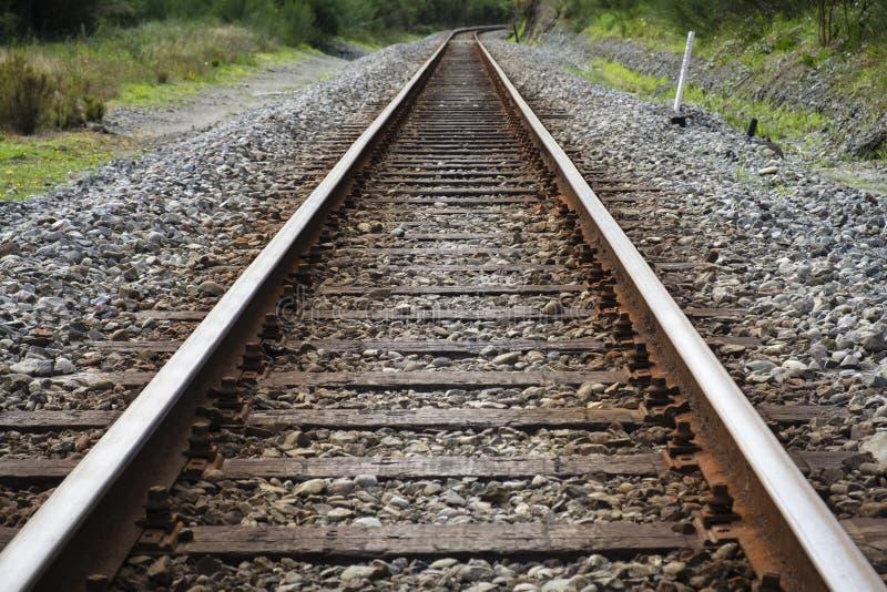 Konvergierende Bahngleise lizenzfreie stockbilder