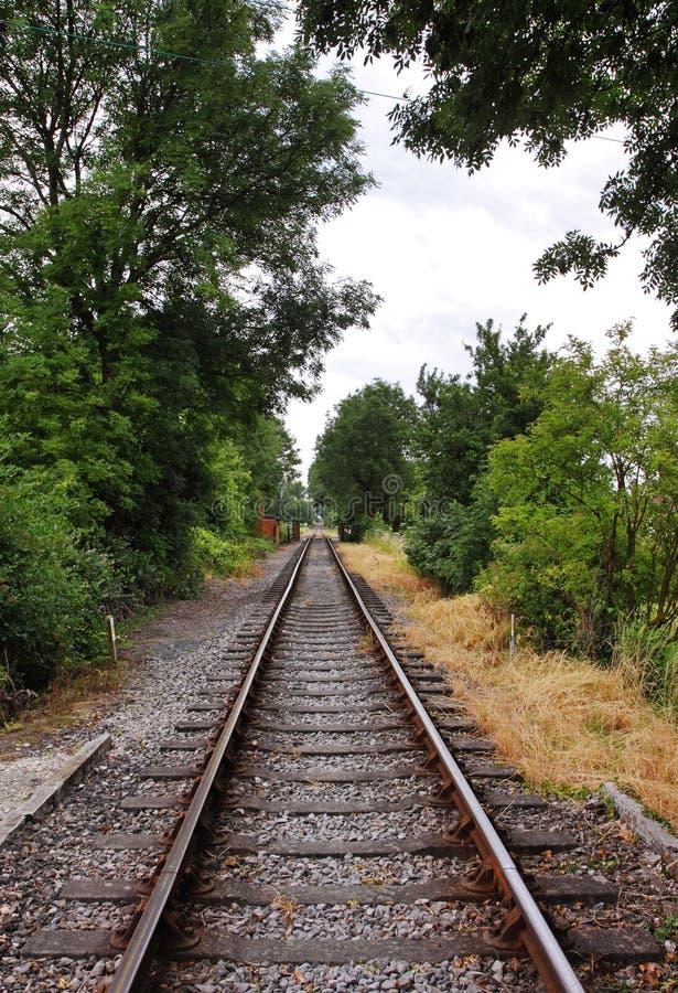 Konvergierende Eisenbahnlinien stockfotos