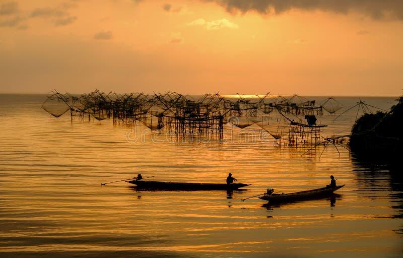 Konversation av fiskare royaltyfri foto