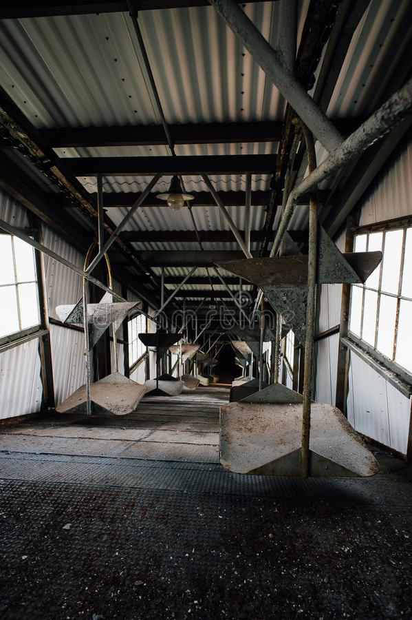 Konwejer - bawełna Suchy dom - Zaniechanego Indiana wojska Amunicyjna zajezdnia - Indiana obrazy stock