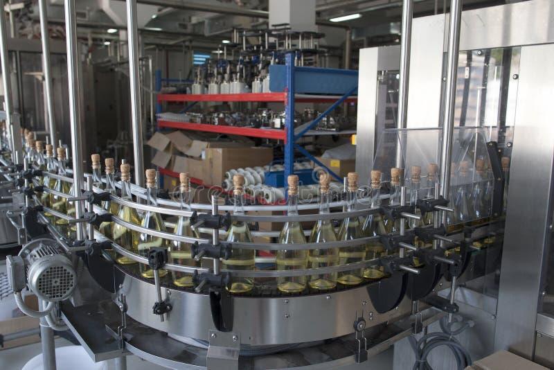 Konwejer dla produkci iskrzasty wino zdjęcie stock