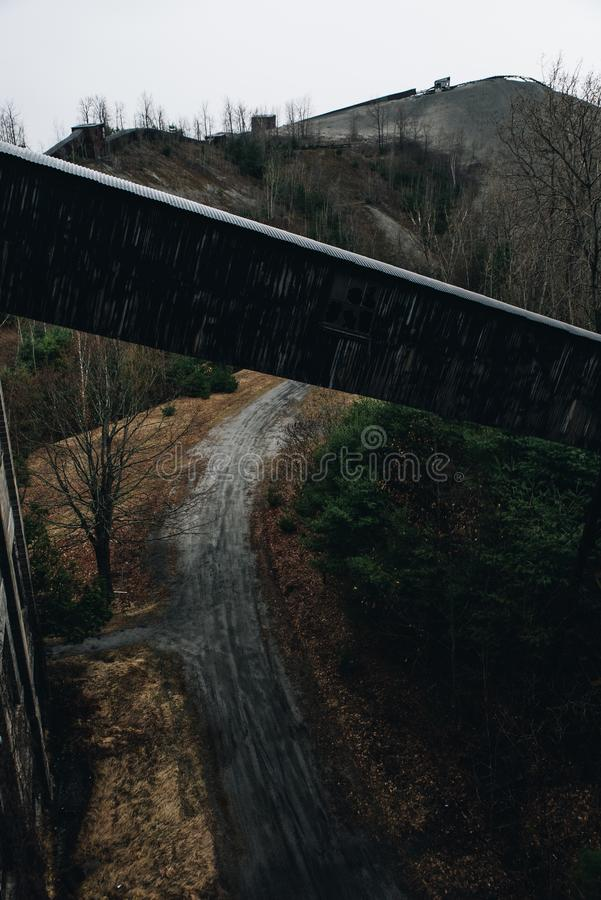 Konwejer & Tailings - Podpalany Stan Odprasowywający Firma Żadny 7 kopalnia - Adirondack g?ry, Nowy Jork zdjęcie stock