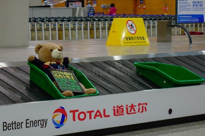 Konwejeru pasek przy Szanghaj lotniskiem obraz royalty free