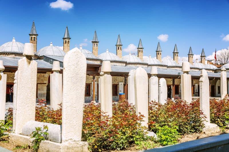 Konya, Turquía, 05/12/2019: Exterior del patio del museo de Mevlana Edificio hist?rico hermoso D?a asoleado brillante foto de archivo