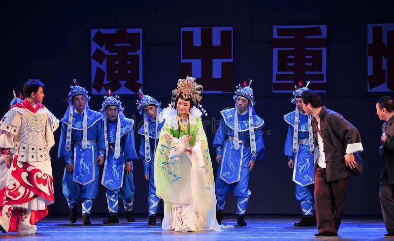 Konzentrieren Sie sich auf das Hören auf den Mantel Geschichtejiangxis OperaBlue lizenzfreies stockfoto