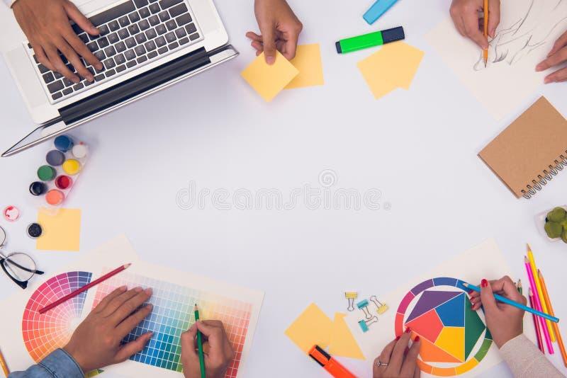 Konzept der Designerteamwork-Brainstormingplanungssitzung lizenzfreie stockfotografie