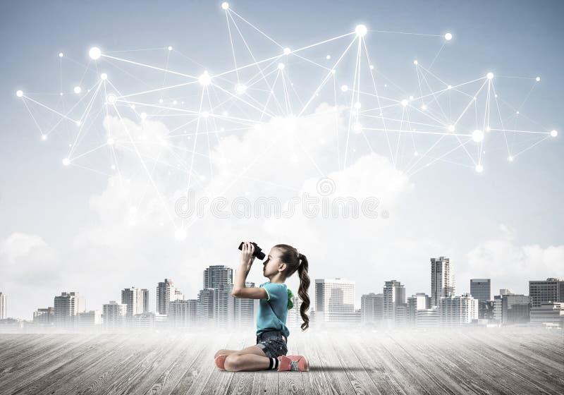 Konzept der drahtlosen sozialverbindung und des Internet-Gebrauches f?r Kommunikation durch Kinder stockfoto