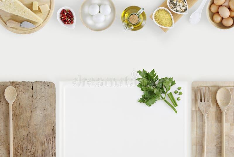 Konzept der gesunden Ernährung mit Schneidebrettern und das Kochen ingredien lizenzfreies stockfoto