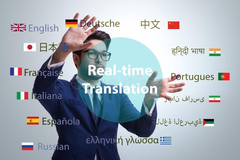 Konzept der Realzeitübersetzung von der Fremdsprache lizenzfreies stockfoto
