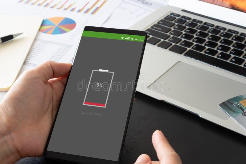 Konzept der schwachen Batterie lizenzfreie stockfotos