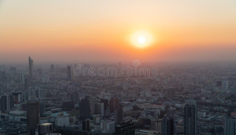 Konzept der Verschmutzung durch PM2 5 Ungesunde Luftverschmutzung Staub Giftige Dunst in der Stadt Fotos in der Hauptstadt auf ei lizenzfreies stockfoto
