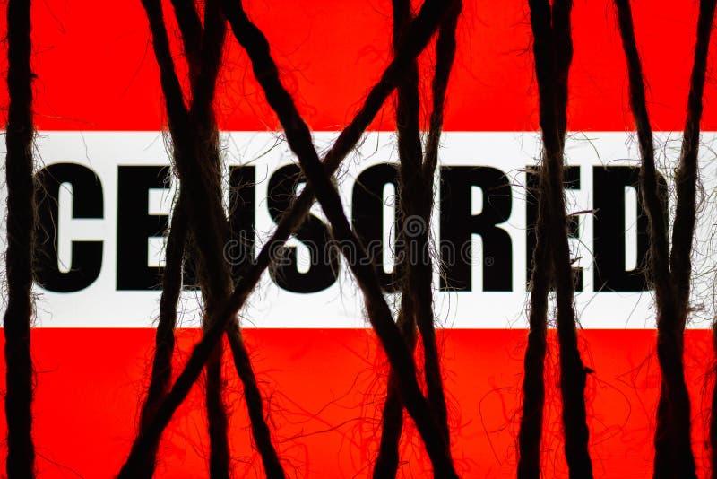 Konzept der Zensur Eingeschränkter Zugang des Internets fest eingewickeltes Anzeige wuth Text ` zensiertes ` lizenzfreie stockbilder