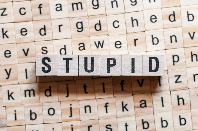 Konzept des dummen Wortes stockbilder