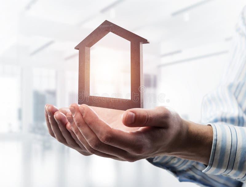 Konzept des Erfolgs und Wohnungen dargestellt durch Steinsymbol in m lizenzfreie stockfotografie