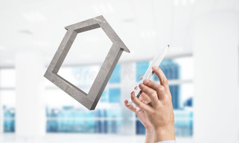 Konzept des Erfolgs und Wohnungen dargestellt durch Steinsymbol mischung lizenzfreie stockbilder