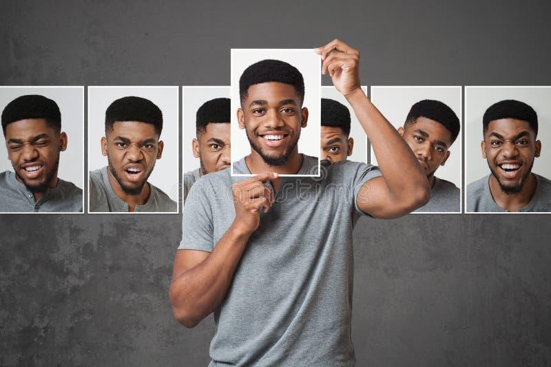 Konzept des Mannes Ausdruck des Gesichtes wählend stockbild