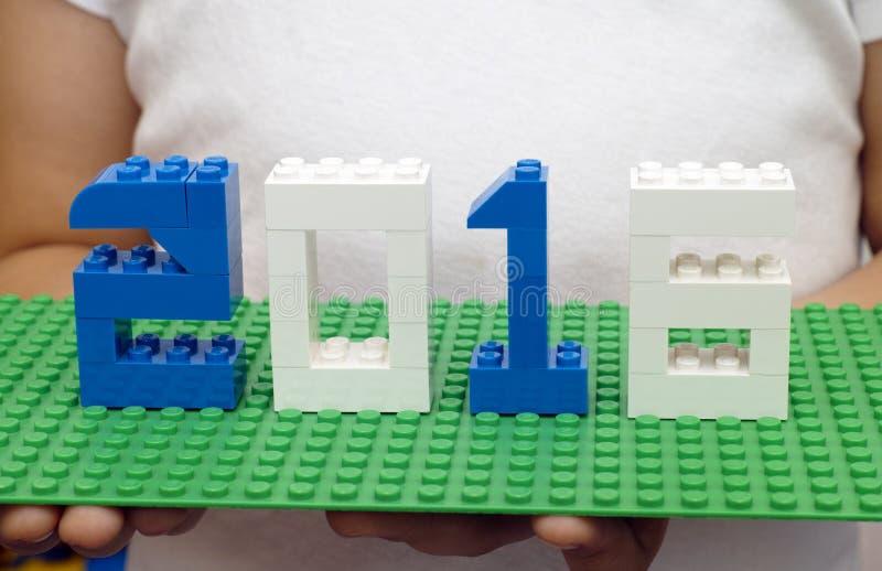 Konzept 2016 des neuen Jahres durch Lego stockbild