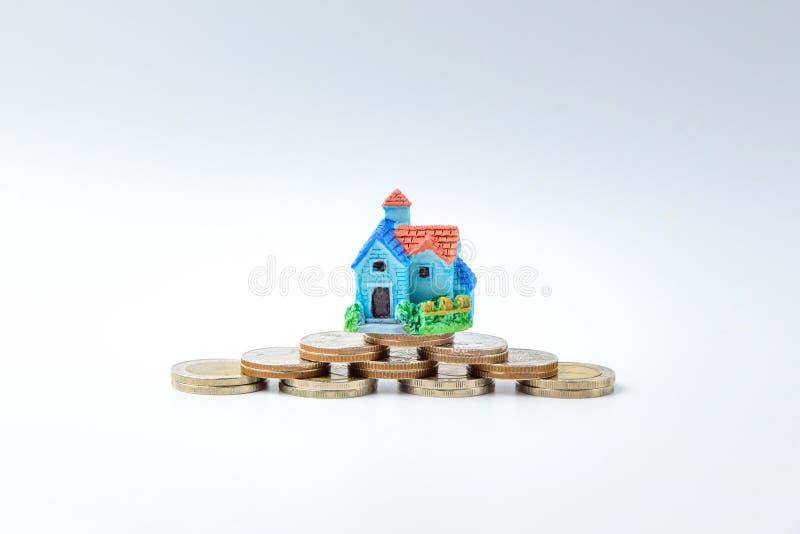 Konzept für Eigentumsleiter, -hypothek und -Immobilieninvestition stockbilder