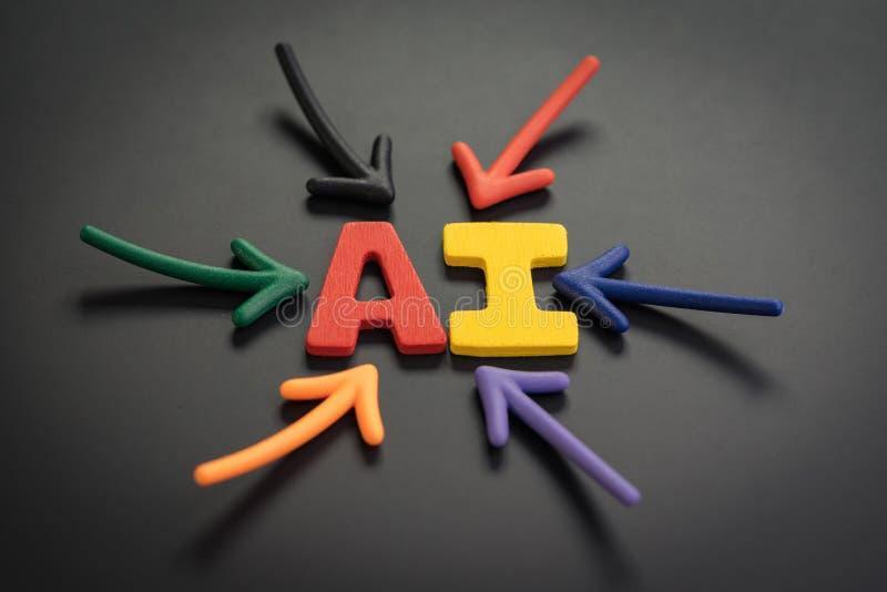 Konzept künstlicher Intelligenz AI, bunte Pfeile, die auf das Alphabetmähdrescherakronym AI in der hellen Mitte auf Dunklem zeige stockbilder