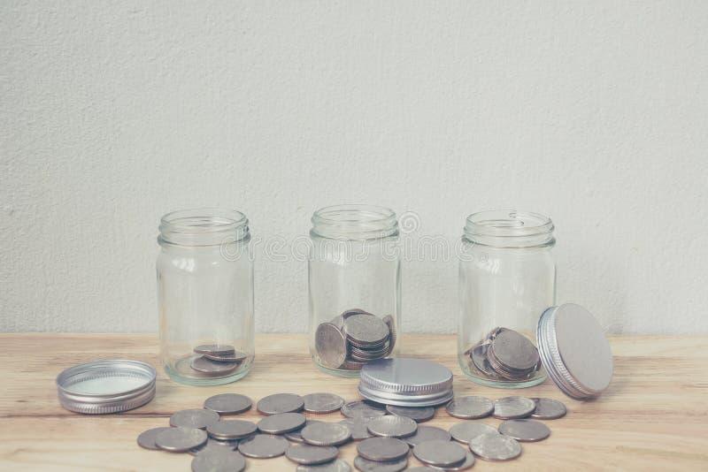 Konzepteinsparungsgeld und wachsendes Geschäft der Investition lizenzfreie stockfotografie