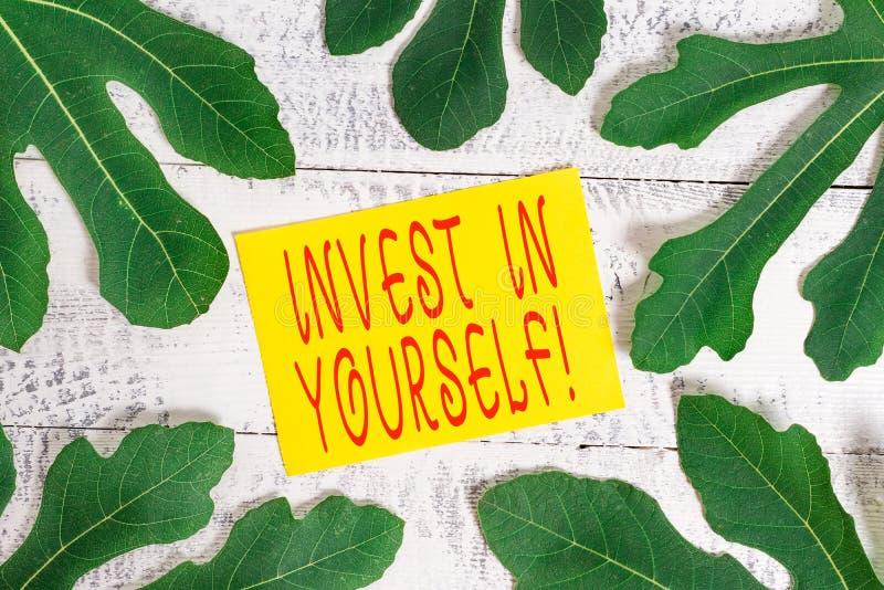 Konzeptionelle Handschrift, die Invest in Ihnen selbst zeigt Business-Fototext in einem Trainer oder einer Schulung zum Erlernen  lizenzfreies stockfoto