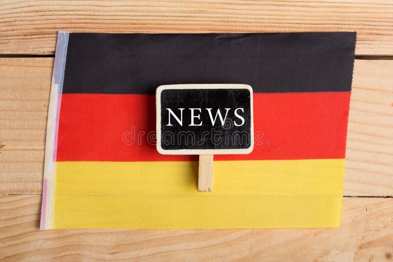 Konzeptnews - feeds - letzte Nachrichten, Deutschland-country& x27; s-Flagge und die Text Nachrichten lizenzfreie stockbilder