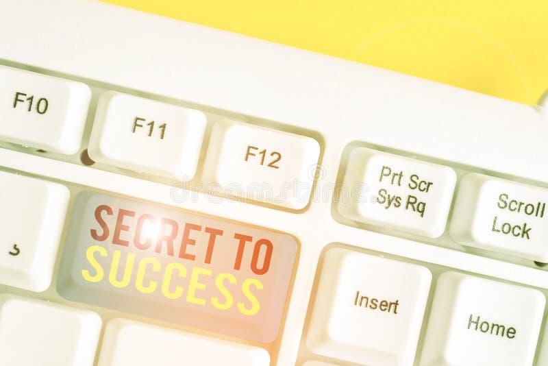 Konzeptuelle Handschrift, die Geheimhaltung zum Erfolg zeigt Geschäftsfotos zeigen unerklärtes Erreichten von Ruhm oder Ruhm lizenzfreie stockfotografie