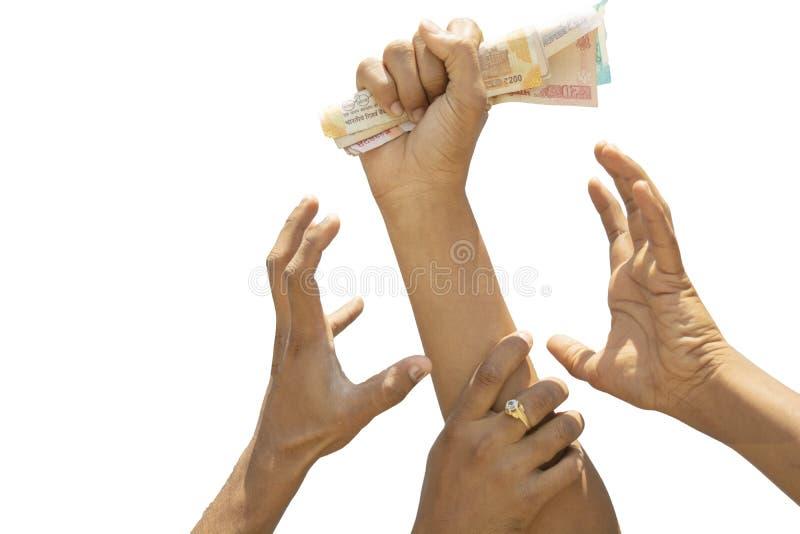 Konzeptvertretung der Habsucht für Geld, Hände, die versuchen, Geld von einen anderen perosn Händen zu ergreifen lizenzfreies stockfoto