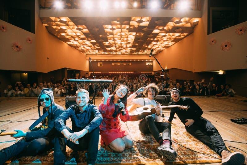 Download Konzert Des Belarussischen Indie Popduos NAVI, Auch Genannt Naviba Redaktionelles Bild - Bild von vocal, europa: 90235095